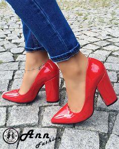 """Celebra prezentatoare TV Diana Munteanu se declara foarte multumita de produsele noastre:""""Incaltamintea Ann Fashion este facuta pentru a te bucura de orice plimbare sau eveniment. Va recomand achizitionarea unei singure perechi si apoi va ve-ti indragosti de produsele Ann Fashion!"""""""