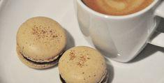 Makroner med kaffe - fra 1001makroner Coffee Macaron, Vanilla Macarons, Macaron Flavors, Espresso Powder, Cake Bars, Small Cake, Some Recipe, Base Foods, Chocolate Ganache