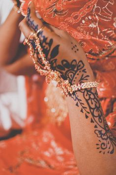 Capitol Romance: A Sudanese Wedding Bead Ceremony in Maryland on http://www.capitolromance.com