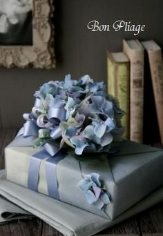 So beautiful I had to pin in two places ..   Gift Wrapped by Wakana Nakao,Bon Pliage. http://bon-pliage.com/