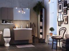 <span>Flexibel i flera mått. Ifö sense är en flexibel badrumsserie, med skåp i många mått och modeller och i fem milda färger. Här har badrummet fått en perslig touch med snygga tavlor. </span> Bathroom Inspiration, Double Vanity, Bathroom Lighting, Bathtub, Mirror, Furniture, Home Decor, Google, Bathroom Light Fittings