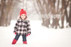 """Gyerkőcön a fókusz, háttér a havas erdő! A kép ereje: a FÓKUSZ, a SZÍNEK + a """"MAGÁNY"""""""