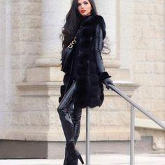 Fur Fashion, Fashion Models, Fashion Beauty, Fashion Styles, Arab Celebrities, Shiny Leggings, Black Leather Skirts, Beautiful Lingerie, Leggings Fashion