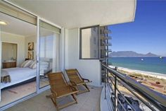 Horizon Bay 501 - Horizon Bay 501 is a modern and luxurious four-sleeper apartment situated just 50 m from the sandy white beach of Table View.  From the large balcony guests can enjoy a fantastic view of Cape Town, with ... #weekendgetaways #bloubergstrand #southafrica