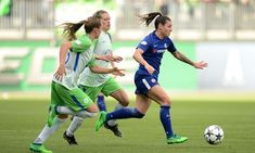 Ramona Bachmann of Chelsea chased by two Wolfsburg players in their Champions League semi-final second leg in Germany. Champions League Semi Finals, Soccer Pictures, Association Football, Football Players, Sports Women, Chelsea, Germany, Running, Woman
