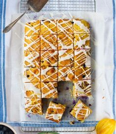Blueberry and lemon cake squares is part of Tray bake recipes Donal Skehan's blueberry and lemon squares are full of fresh, sweet, vibrant flavours but the best thing about this traybake recipe is - Tray Bake Recipes, Baking Recipes, Cake Recipes, Dessert Recipes, Traybake Cake, Lemon Squares, Gateaux Cake, Köstliche Desserts, Tray Bakes
