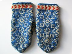 mittens from estonia Knitted Mittens Pattern, Knit Mittens, Knitting Socks, Hand Knitting, Knitting Designs, Knitting Projects, Knitting Patterns, Wool Gloves, Knitted Gloves