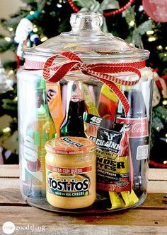 Gifts In A Jar . Simple, Inexpensive, and Fun! - One Good Thing by Jillee Gift baskets have been done to death, so give a gift in a jar this year! Check out these 10 creative ideas for heartfelt holiday gifts packed up in a jar. Homemade Gift Baskets, Gift Baskets For Men, Snack Gift Basket, Homemade Gifts For Men, Diy Gifts In A Jar, Food Gift Baskets, Raffle Baskets, Easy Gifts, Creative Gifts