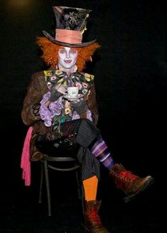 Post with 182182 views. Alice in Wonderland Costumes Costume Halloween, Diy Costumes, Halloween Fun, Pirate Costumes, Costume Ideas, Mad Hatter Diy Costume, Mad Hatter Cosplay, Female Mad Hatter, Madd Hatter