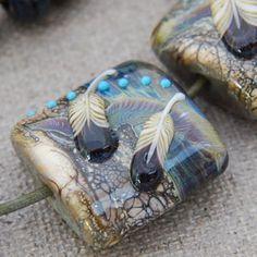 Feather Murrini tut – Lampwork Etc. – Hobbies paining body for kids and adult Handmade Beads, Earrings Handmade, Fused Glass, Stained Glass, Glass Birds, Schmuck Design, Beading Tutorials, How To Make Beads, Resin Art