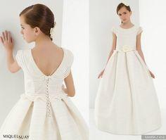 Los vestidos de Miquel Suay 2014 son muy muy muy bonitos, muy elegantes, con líneas sencillas y con algún toque de color... A ver si os gustan.