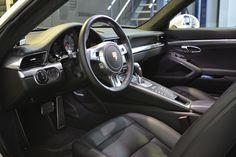 Llevamos Porsche en el corazón!! Fascinante PORSCHE 911 3.8 CARRERA COUPÉ 2P., para clientes especiales!  #porsche #coches #concesionarios #ventacoches #vehiculosocasion #cochessegundamano