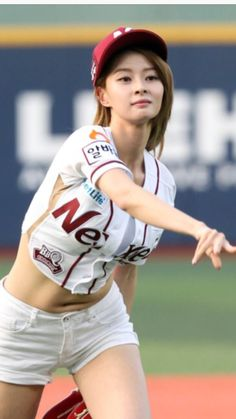 Breakingball outside beauty Baseball Girls, Girls Softball, Yoga Pants Girls, Cute Japanese Girl, Fitness Motivation Pictures, Action Poses, Sporty Look, Athletic Women, Beautiful Asian Girls
