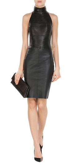 Cette robe en cuir ajustée vous sied comme une seconde peau. Un modèle signé Jitrois #Stylebop