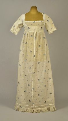 1800 - White cotton muslin dress with embroidered sprigs 1800s Fashion, Edwardian Fashion, Muslin Dress, Cotton Muslin, Jane Austen, Vintage Dresses, Vintage Outfits, 1800s Dresses, 1920s Dress