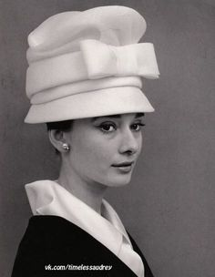 The actress Audrey Hepburn photographed by Cecil Beaton in her suite at the Hotel Hassler, located at Piazza Trinità dei Monti, in Rome (Italy), in January Audrey was wearing: Black White, Black And White Design, Givenchy Hat, Cecil Beaton, Audrey Hepburn Style, My Fair Lady, Classy Women, Classy Lady, Happy Girls
