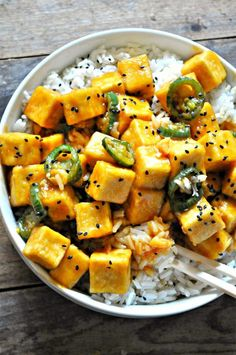 This vegan crispy Hawaiian garlic tofu is sweet, salty, spicy and so amazing. Easy, quick and just 10 ingredients. This tofu can be baked or fried and it is so yummy! Tofu Recipes, Vegetable Recipes, Mexican Food Recipes, Whole Food Recipes, Cooking Recipes, Healthy Recipes, Cooking Tips, Cheap Recipes, Bariatric Recipes
