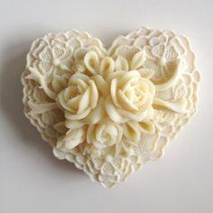 queenbee1924:  beautiful flower handmade soap - fancybt.com | Soaps & such)