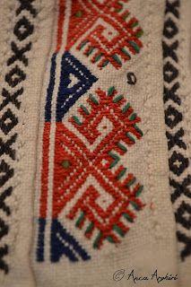 Romanian Folk Dress Hungarian Embroidery, Folk Embroidery, Embroidery Patterns Free, Vintage Embroidery, Embroidery Stitches, Machine Embroidery, Embroidery Designs, Lazy Daisy Stitch, Antique Quilts