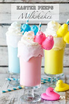 Toasted Marshmallow Easter Peeps Milkshakes | http://sharedappetite.com  A super quick and easy kid-friendly Easter dessert that whips up in minutes! Easter Drink, Easter Peeps, Hoppy Easter, Easter Brunch, Easter Dinner, Easter Party, Easter Hunt, Easter Cocktails, Easter 2018