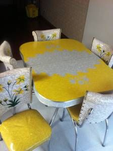 Vintage 50's Dinette Set found on Craigslist...if I had the money this deal would be done. So. freakin'. adorable.