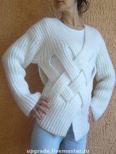 Whiteness cosy...... Объемный  уютный джемпер, выполнен в оригинальном стиле, заставляющем взгляды притягиваться к Вам !!! По желанию заказчицы возможно исполнение в любом цвете и из любых материалов.