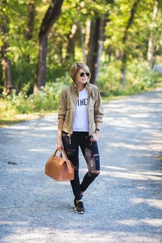 The Black and Tan (seersucker + saddles) Keds Sneakers, Sneakers Looks, Casual Fall Outfits, Cute Outfits, Looks Jeans, Fashion Over 40, Seersucker, Casual Chic, Sport Outfits