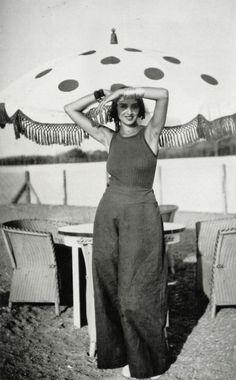 Renée Perle, Anglet, France, Photo by Jacques-Henri Lartigue, 1930 1930s Fashion, Retro Fashion, Vintage Fashion, Style Année 20, Looks Style, My Fair Lady, Lace Bridal, Vintage Outfits, Glamour