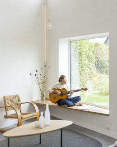 A bench by a window on the southern facade provides a sunny perch for reading, sipping coffee, or playing guitar.