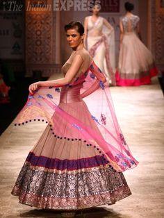Manish Malhotra lehenga #lehenga #choli #indian #hp #shaadi #bridal #fashion #style #desi #designer #blouse #wedding #gorgeous #beautiful