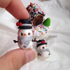 So another Christmas  type of a post! Hey everyone!Today I have this Snowman ⛄️ charm  As you can see I have my Ginger bread house in the background Also I am going to be doing the 25 Christmas Charm challenge that was made by @mypetitecafe ☺️⛄️️ Inspired by @the_mini_bakery