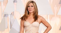 """Jennifer Aniston: Height, Age, Weight, Body Statistics     Name: Jennifer Aniston (Jennifer Joanna Aniston)  Age: 47 years, February 11, 1969  Mother: Nancy Dowv  Father: John Aniston  Build: Athletic  Height: 5'4 1/2"""" (164 cm)  Weight: 53 kg (117 lbs)  Boyfriend/Spouse: Justin Theroux  Job: Actress  Measurements: 34-23-35 inches (86-58.5-89 cm)  Workout: Cardio, Strength Training  Trainer: Mandy Ingber  Diet: Organic Fruits, vegetables…"""