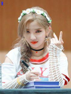 Soyeon Kpop Girl Groups, Korean Girl Groups, Kpop Girls, Secret Song, Fandom Kpop, Soo Jin, Pretty Asian, Cube Entertainment, Soyeon