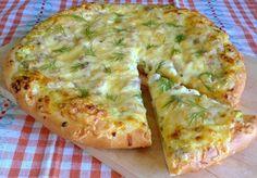 Деревенская пицца Тесто: молоко - 250мл сахар - 2ст.л. сухие дрожжи - 1пакетик (11гр) сливочное масло - 125гр (растопить) мука - 350-400гр соль - 1/2ч.л.  Начинка: творог - 250гр зелень - 100гр (у меня зеленый лук и укроп) вареное куриное филе - 1шт (200-250гр) сыр - 100гр соль, черный молотый перец манка - 1ст.л.