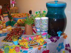 Luau Party Food : Feel Like A Real Tropical Party in Hawaii Hawaiian Luau, Hawaiian Birthday, Luau Birthday, 11th Birthday, Luau Party, Tiki Party, Art Party, Beach Party, Lunch Box Recipes
