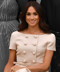 See everything Meghan Markle has worn and the best of her style over the years. From beloved Canadian brands to buzzy London designers, the brand-new Duchess of Sussex has worn it all. Here, witness Markle's style evolution from actress to duchess Meghan Markle Young, Meghan Markle Dress, Meghan Markle Style, Meghan Markle Hair, Meghan Markle Outfits, Meghan Markle Wedding, Looks Kate Middleton, Kate Middleton Wedding, Kate Middleton Makeup