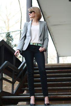 Black skinnies, grey blazer, white t-shirt, mint belt. I'll substitute with my emerald belt.