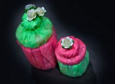 Gift wrap idea for jars in pink and green tissue paper Quilling, Pink And Green, Christmas Time, Mason Jars, Card Making, Wraps, Paper Crafts, Diy Projects, Gift Wrapping
