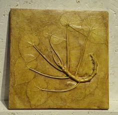 Sztukateria IV  Pojedyncze egzemplarze odlewane i formowane ręcznie - z natury a nie z matrycy.  Rozmiar 24x24cm Wykończenie satynowy połysk.  Możliwość zawieszenia lub wklejenia w ścianę, mogą pracować pojedynczo albo jako zestaw, tryptyk itd.