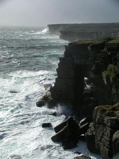 - (05) cliff on Aran Islands by TravelPod member Twittg, from Galway, Ireland ... this is looking at one of the cliffs on Inis Mor