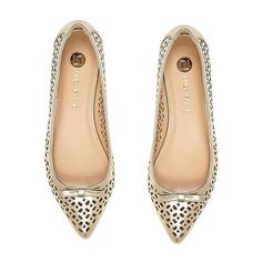 River Island gold laser cut ballerina flats ❤ liked on Polyvore featuring shoes, flats, gold ballerina shoes, gold flats, ballerina flat shoes, ballet flats and gold ballet flats