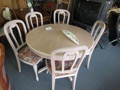 Tisch mit stühle bei HIOB Muttenz  #Schnäppchen #Trouvaille