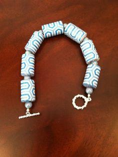 Paper beads Paper Bead Jewelry, Paper Beads, Beaded Jewelry, Bracelets, Jewerly, Diy, Paper Mache, Diy Kid Jewelry, Pearls