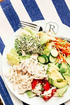 healthy snacks - Kardashian Salad Recipe Get the famous Health Nut salad recipe Chef Salad Recipes, Salad Dressing Recipes, Healthy Salad Recipes, Diet Recipes, Healthy Snacks, Healthy Eating, Cooking Recipes, Simple Salad Recipes, Kardashian Salads