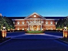 Chantilly (VA) Westfields Marriott Washington Dulles United States, North America Ideally located in the prime touristic area of Chantilly, Westfields Marriott Washington Dulles promises a relaxing and wonderful visit. The hotel has everything you need for a comfortable stay. 24-hour front desk, facilities for disabled guests, luggage storage, car park, room service are just some of the facilities on offer. Comfortable guestrooms ensure a good night's sleep with some rooms fea...