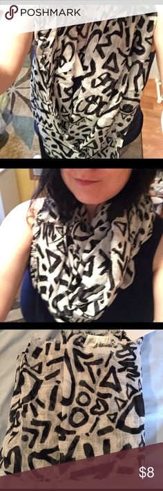 NWT H&M patterned infinity scarf 🔆NWT🔆 black and white patterned 💚H&M divided💚 infinity scarf!  100% viscose.   ‼️I accept offers!‼️ H&M Accessories Scarves & Wraps