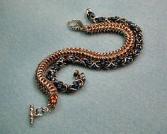 Instructions :Chain Maille Tutorial - Byzantine and Queen's Link Bracelets and Earrings. $4.00, via Etsy.