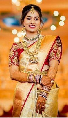 South Indian Bride Saree, Indian Bridal Sarees, Wedding Silk Saree, Indian Bridal Outfits, Indian Bridal Fashion, South Indian Weddings, Wedding Saree Blouse Designs, Pattu Saree Blouse Designs, Wedding Saree Collection