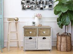 Cassettiera in stile shabby chic. Quattro cassetti, legno chiaro e legno bianco.  #shabby #chic #shabbychic #furniture #cassettiera #cuori #hearts #bathroom #bedroom #camera #bagno #arredo #mobili #mobiletto #arredamento #bianco #legno