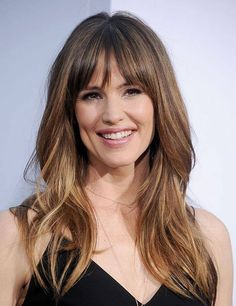 frisuren halblang stufig mit pony Awesome Stufen H. - Frisuren h Hairstyles With Bangs, Pretty Hairstyles, Long Haircuts, Short Haircut, Small Forehead Hairstyles, Full Fringe Hairstyles, Layered Haircuts, Medium Hairstyles, Vintage Hairstyles